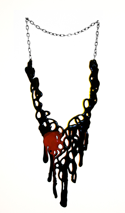 Black:red chain necklace.jpg