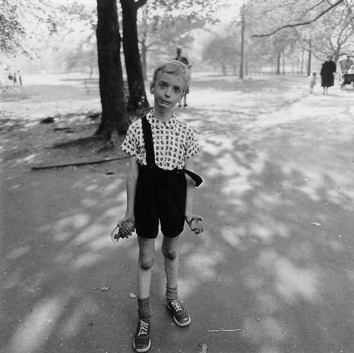 diane-arbus-child-with-toy-hand-grenade-in-central-park-new-york-city-1962.jpg