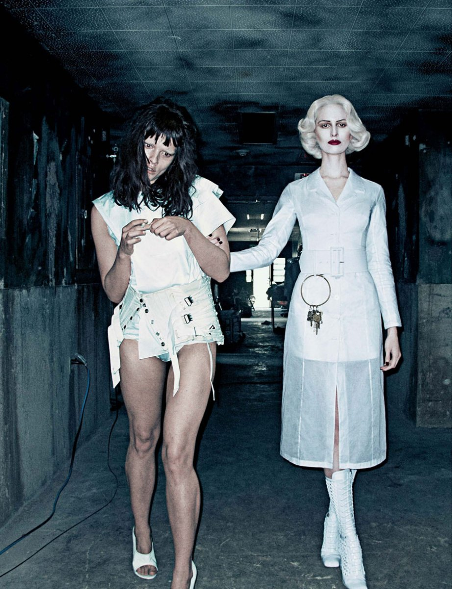 Karolina-Kurkova-and-Crystal-Renn-by-Steven-Klein-for-Interview-Magazine-March-201204.jpg