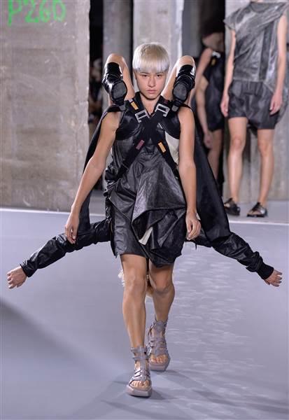 rick-owens-fashion-show-today-151005-02_7d5f3bd17bb9dc1b12ddba7ba4cc5a5a.today-inline-large.jpg