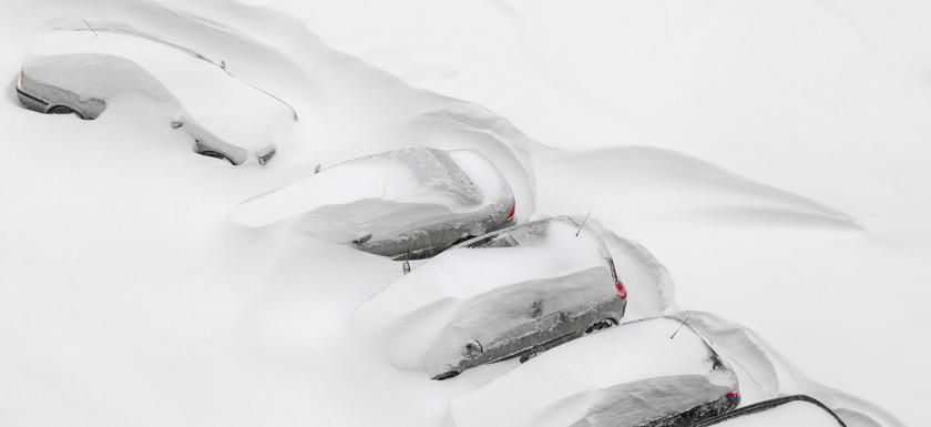 gw-images-extreme-weather-cars-covered-in-snow.jpg