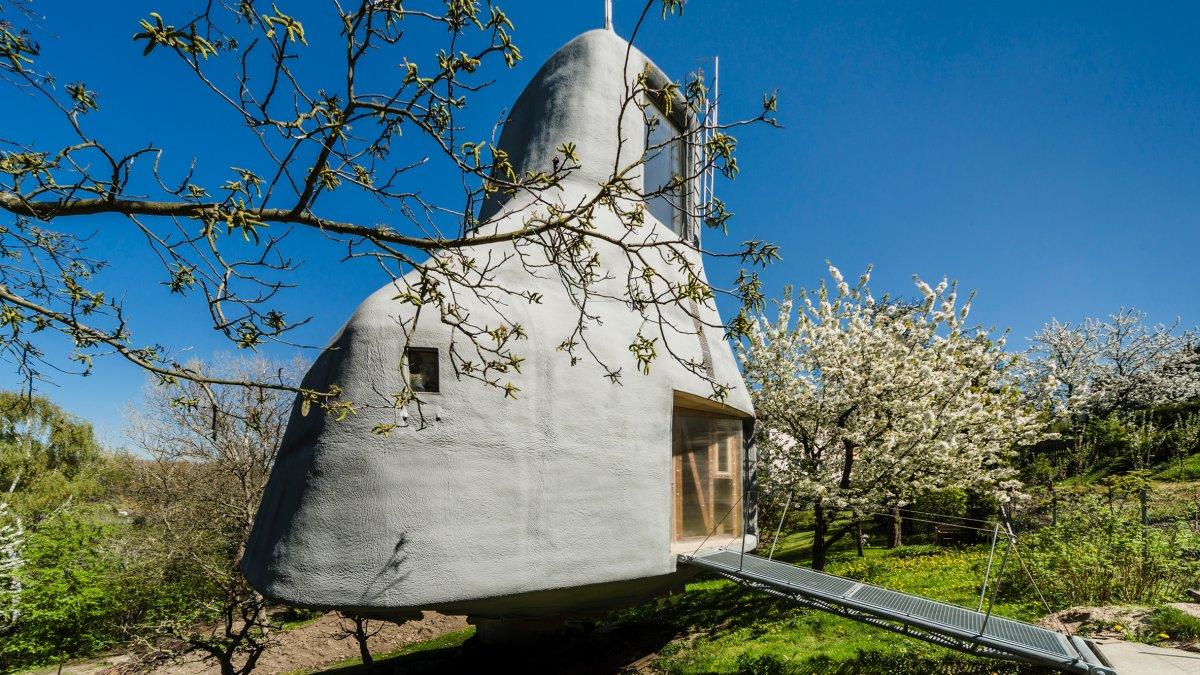 house-in-the-orchard-sepka-architekti-prague-czech-republic_dezeen_hero-b.jpg