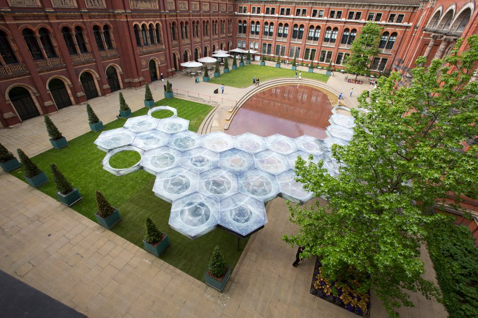 elytra-filament-pavilion-achim-menges-v-and-a-victoria-albert-museum-3d-printing-wings-flying-beetles_dezeen_936_7.jpg