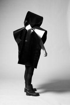 bfa363101ec1ba75db5cc4b1ff0f223a--dystopian-fashion-sculptural-fashion.jpg