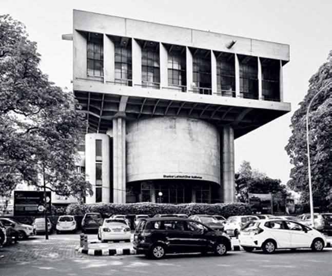 3-sriram-centre-delhi_051217063615.jpg