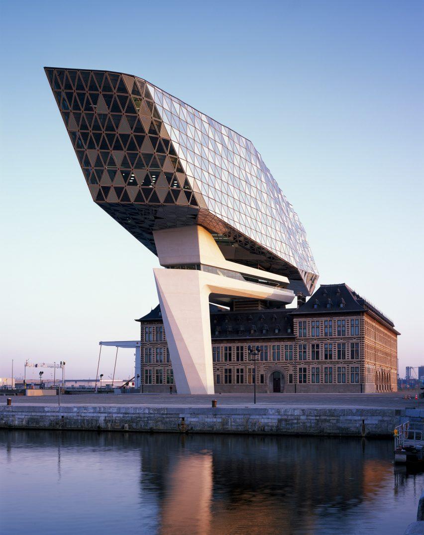 port-house-zaha-hadid-architects-antwerp-belgium-architecture_dezeen_2364_col_1-852x1076.jpg