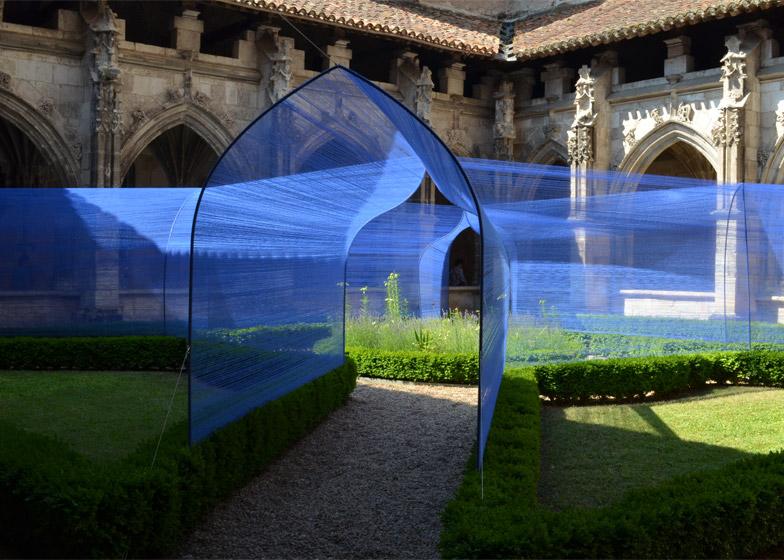 Les-Voutes-Filantes-installation_Cahors-France_Atelier-YokYok_dezeen_784_4.jpg